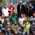 Eltern bauen Sportfeld